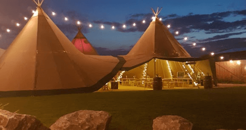 Tipi tent & fire pit